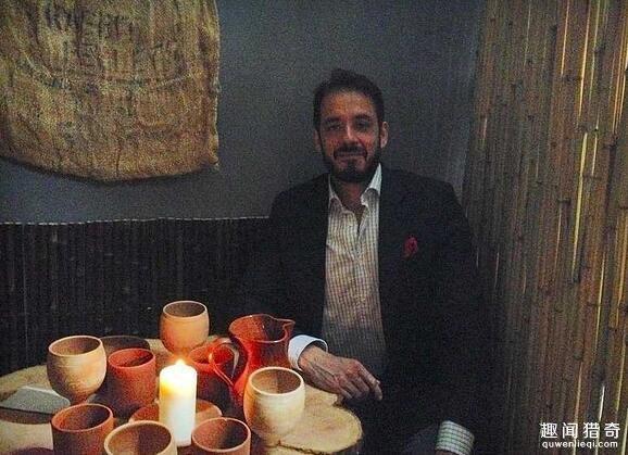 伦敦首家全裸餐厅开业