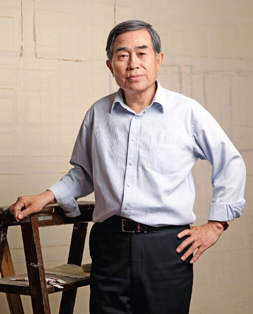 2016年5月16日,张平在国家图书馆古籍馆修复室接受专访。(本刊记者 傅聪 摄)