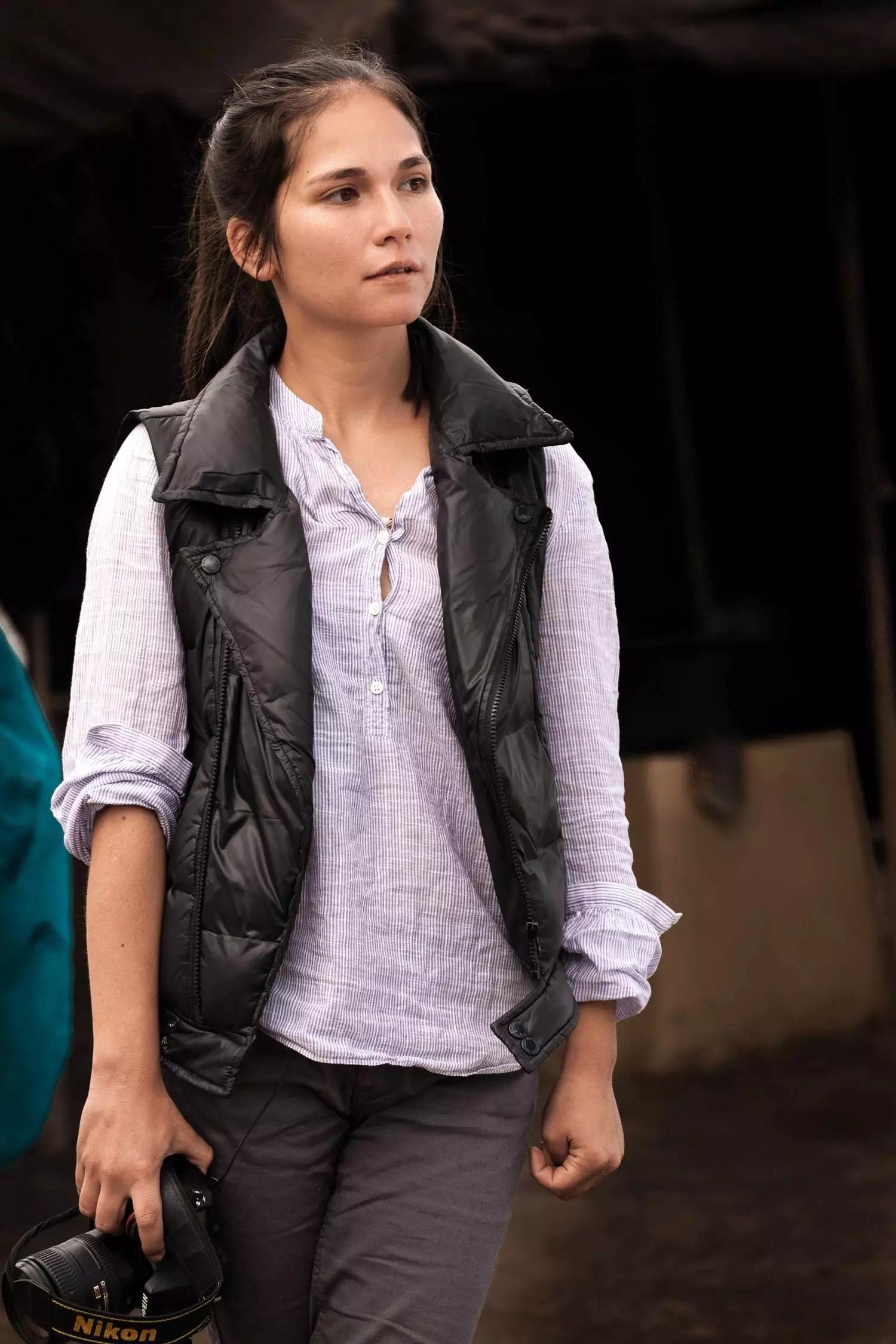这个90后混血女孩跑回中国寻根,只用藏族牦牛绒就征服了LV、爱马仕