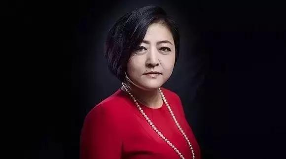 从银行柜员到超260亿身价:20年来,她每天工作14小时