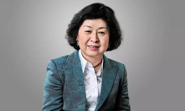 27岁还在香港收破烂,33岁进军美国,50岁成为中国首富,世界最富有女白手起家者是如何炼成的?
