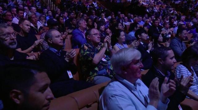 林俊杰受邀前排观看苹果发布会 网友表示:成发布会最大亮点