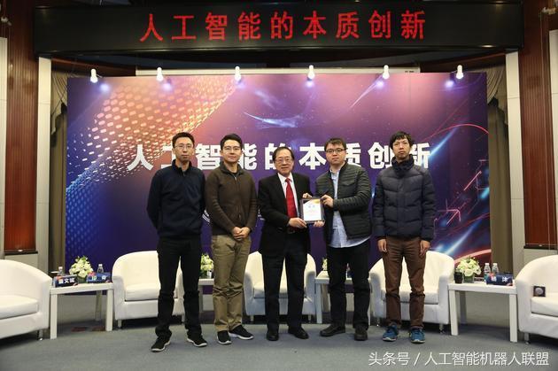高二上清华,6年赚120亿打败扎克伯格,这个中国男生28岁挤进福布斯