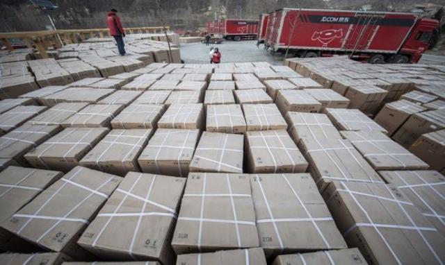 点赞!村长刘强东为村民发放500多万年货福利